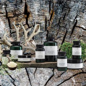 © ANGAN SKINCARE Produktkollektion mit Islandmoos, arktischem Meersalz und heimischen Heilkräutern