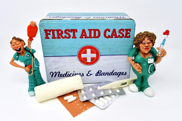 Bei Arzneimitteln für die Reiseapotheke auf das Verfallsdatum achten