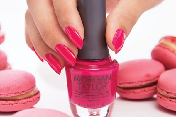 © MORGAN TAYLOR - Hot Nails in Pink mit langhaftendem Ultraglanz