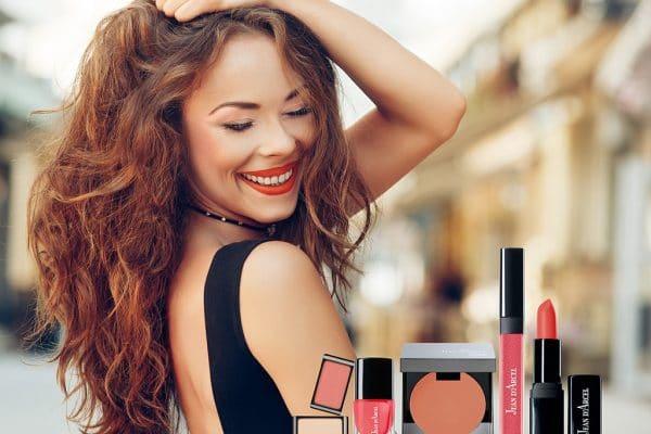 © JEAN D'ARCEL Look-Edition Summer Love Colors SS20 - Korallenrote Farbflashes, die auf gebräunter Haut entzücken