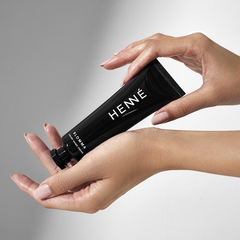 © HENNÉ ORGANICS Blomma Luxury Hand Cream mit Rosenduft